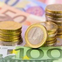 Vergütung: Geldscheine und Münzen
