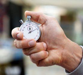 Verspätung in der Arbeit und Zeitangabe